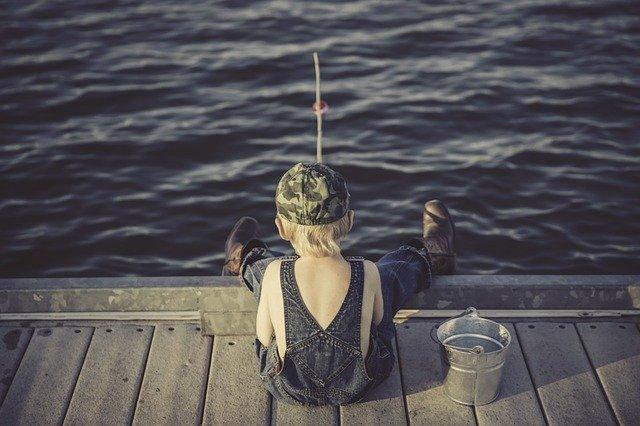 dítě rybář