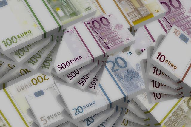balíčky bankovek, euro
