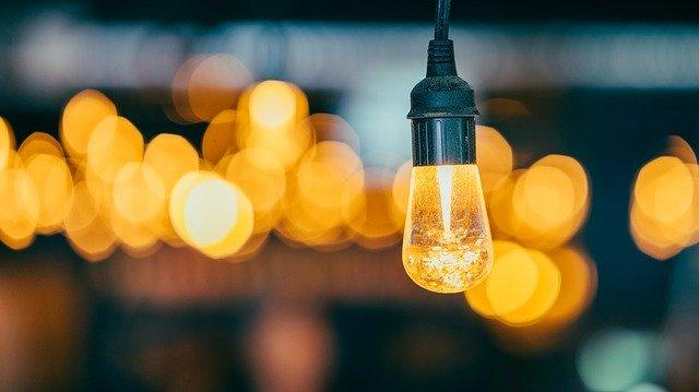 žlutá žárovka